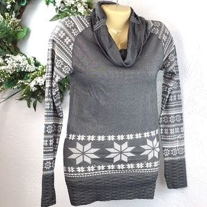 Climawear seamless snowflake cowlneck top